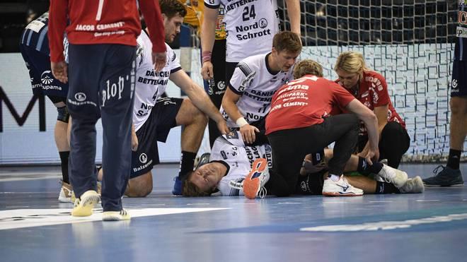 Nationalspieler Semper (liegend am Boden) fehlt der SG Flensburg-Handewitt verletzt gleich mehrere Monate