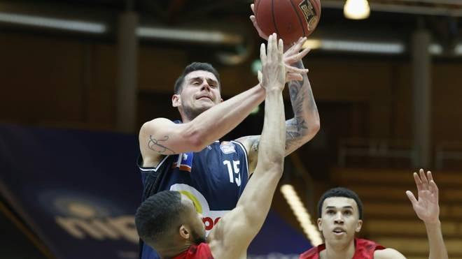 Bogdan Radosavljevic (o.) hat seinen Vertrag verlängert