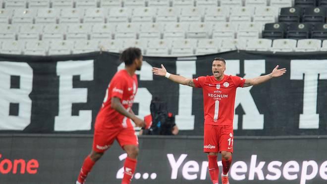 Lukas Podolski hat im Halbfinale keine echte Chance