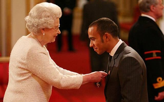 """Lewis Hamilton wurde 2009 zum Mitglied des """"Order of the British Empire"""" ernannt"""