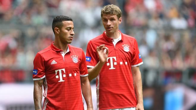 Müller und Thiago im Dialog