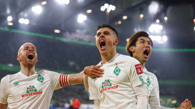 WOLFSBURG, GERMANY - DECEMBER 01:  Milot Rashica of SV Werder Bremen celebrates as he scores his team's first goal from a penalty with Yuya Osako and Davy Klaassen during the Bundesliga match between VfL Wolfsburg and SV Werder Bremen at Volkswagen Arena on December 01, 2019 in Wolfsburg, Germany. (Photo by Martin Rose/Bongarts/Getty Images)