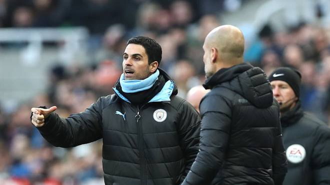NEWCASTLE UPON TYNE, ENGLAND - NOVEMBER 30: Mikel Arteta, Assistant Coach of Manchester City gives his team instructions as Pep Guardiola, Manager of Manchester City looks on during the Premier League match between Newcastle United and Manchester City at St. James Park on November 30, 2019 in Newcastle upon Tyne, United Kingdom. (Photo by Ian MacNicol/Getty Images)