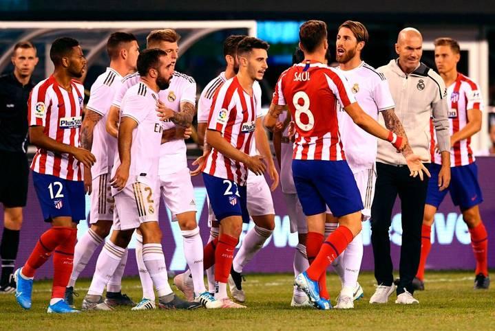 Es geht wieder zur Sache! Mit Real Madrid vs. Atlético Madrid und Galatasaray vs. Fenerbahce stehen gleich zwei der größten Stadt-Duelle im Fußball an. SPORT1 blickt auf die heißten Derbys der Welt