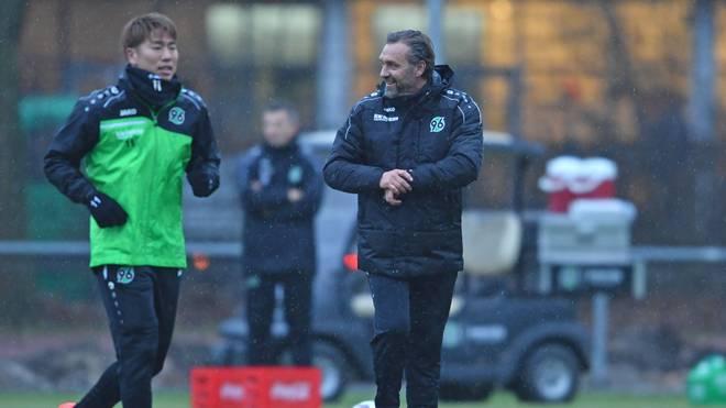 Hannover 96 Training Session mit Thomas Doll