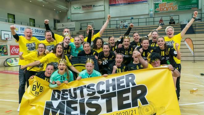 Sie haben es geschafft: Die Handballerinnen von Borussia Dortmund sind erstmals deutscher Meister