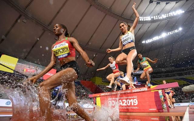 Gesa Felicitas Krause (oben) könnte im WM-Finale über 3000 Meter Hindernis auf die Medaillen-Ränge laufen