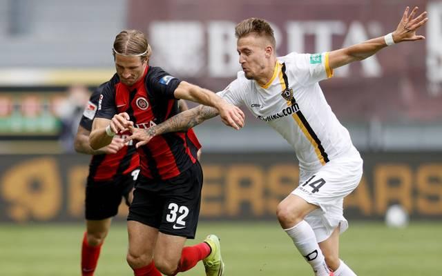 Stefan Aigner (l.) bleibt beim SV Wehen Wiesbaden