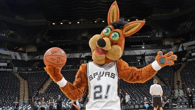 Maskottchen Coyote sorgt bei den Heimspielen der San Antonio Spurs für gute Stimmung