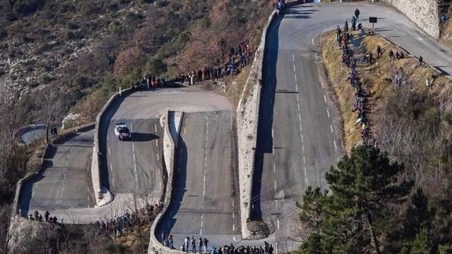 Die gewundenen Bergstraßen sind für Korsika typisch