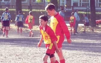 Robert Lewandowski beginnt im Alter von sieben Jahren mit dem Fußballspielen. SPORT1 zeigt Bilder seiner Jugend