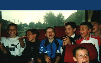 Mit Mitspielern im Mannschaftbus im Jahr 2000