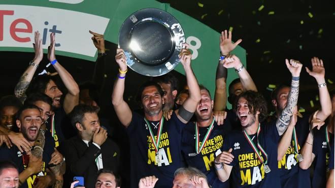 Die Spieler von Parma Calcio feiern den Aufstieg in die Serie A
