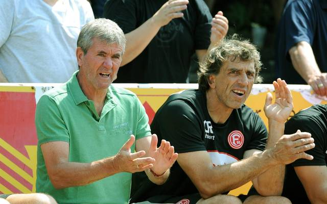 Claus Reitmaier (r., neben Friedhelm Funkel) startete nach seiner aktiven Zeit als Keeper 2007 seine Karriere als Torwarttrainer