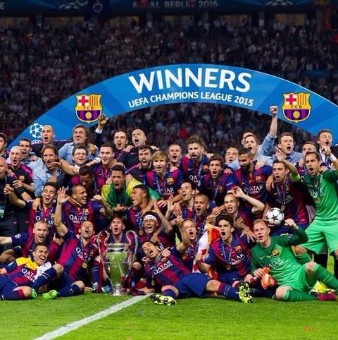 Der FC Barcelona ist der Gewinner der Champions League 2015 und sichert sich das Triple. Nach dem Spiel kennt der Jubel bei den Barca-Spielern keine Grenzen.  Auf die lange Partynacht folgt die Triumphfahrt im Doppeldecker-Bus. SPORT1 hat die Bilder.