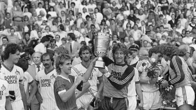 Der 1. FC Köln gewinnt 1983 der DFB-Pokal gegen den Stadtrivalen Fortuna Köln