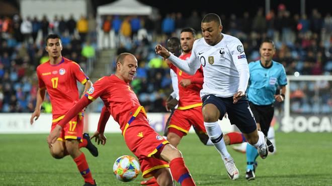 Im Laufe seiner Länderspielkarriere hat Ildefons Lima (li.) gegen einige Weltstars gespielt