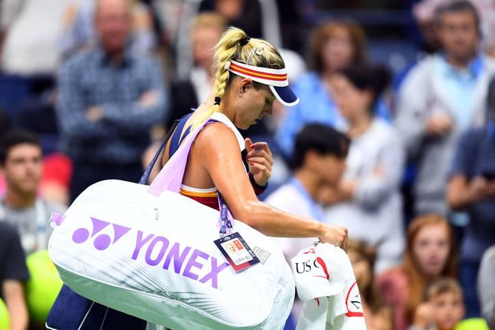 Die Blamage ist perfekt! Als Titelverteidigerin scheidet Angelique Kerber bereits in der ersten Runde der US Open aus - und verabschiedet sich damit nach ihrem Fabeljahr 2016 wieder aus den Top Ten der Weltrangliste