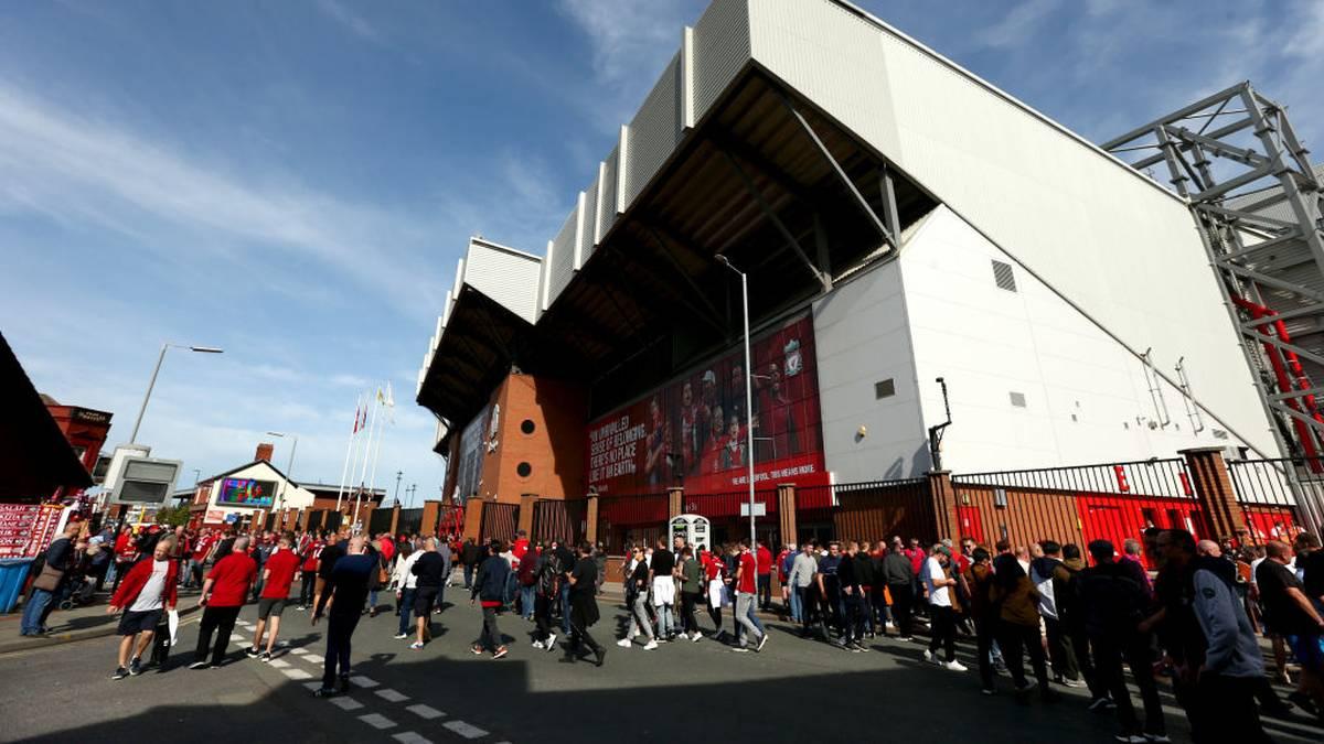 Fans vor dem Stadion in Liverpool