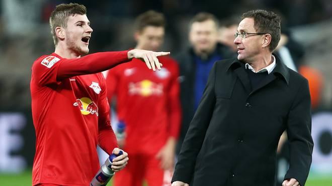 Ralf Rangnick (r.) ist überrascht vom bisherigen Saisonverlauf der Leipziger