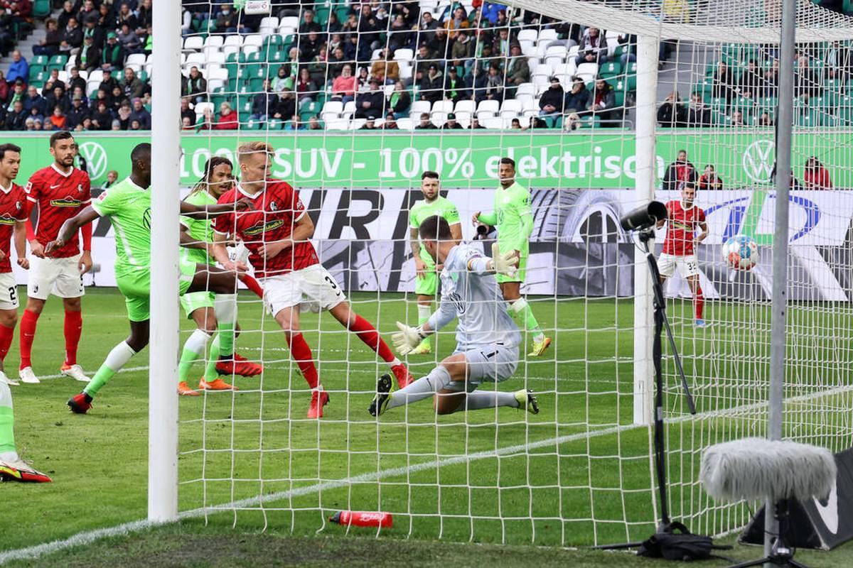 Der SC Freiburg bleibt das Überraschungsteam der Liga. Die Streich-Elf siegt in Wolfsburg und bleibt in dieser Saison ungeschlagen.