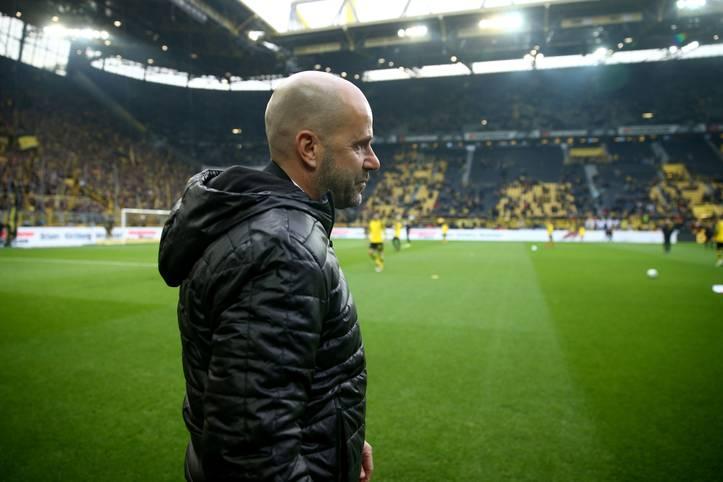 Peter Bosz bleibt trotz des 4:4 im Derby gegen Schalke vorerst Trainer von Borussia Dortmund und erhält eine Gnadenfrist. Der Niederländer hat mit dem BVB seit dem 23. September kein Bundesligaspiel gewonnen