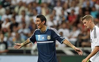 Beim letzten Aufeinandertreffen 2012 hat die deutsche Mannschaft in einem Freundschaftsspiel in Frankfurt das Nachsehen und verliert mit 1:3 (0:1). Angel Di Maria trifft zum zwischenzeitlichen 0:3, Deutschland ist chancenlos