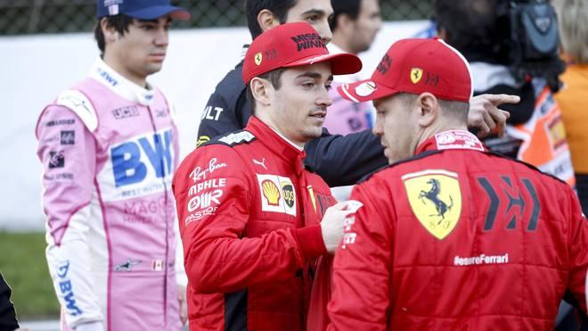 Sebastian Vettel (r.) und Charles Leclerc (M.) fahren noch eine letzte Saison zusammen