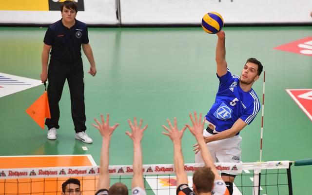 David Sossenheimer hat mit dem VfB Friedrichshafen die Berlin Recycling Volleys geschlagen