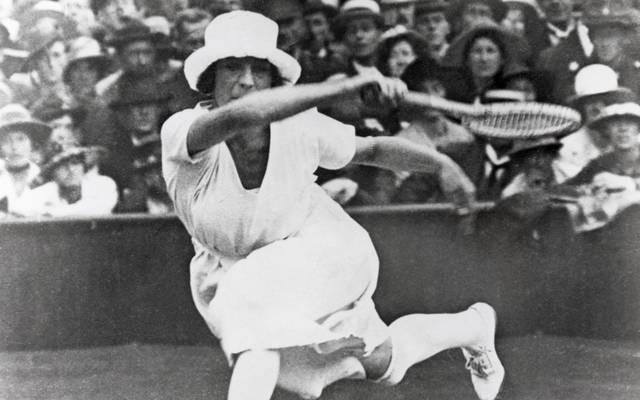 Games of the VII Olympiad Suzanne Lenglen war sowohl sportlich als auch modisch eine absolute Ausnahmeerscheinung im Damentennis ihrer Zeit