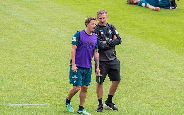 Werders Geschäftsführer Frank Baumann (r.) hat einen guten Draht zu Max Kruse