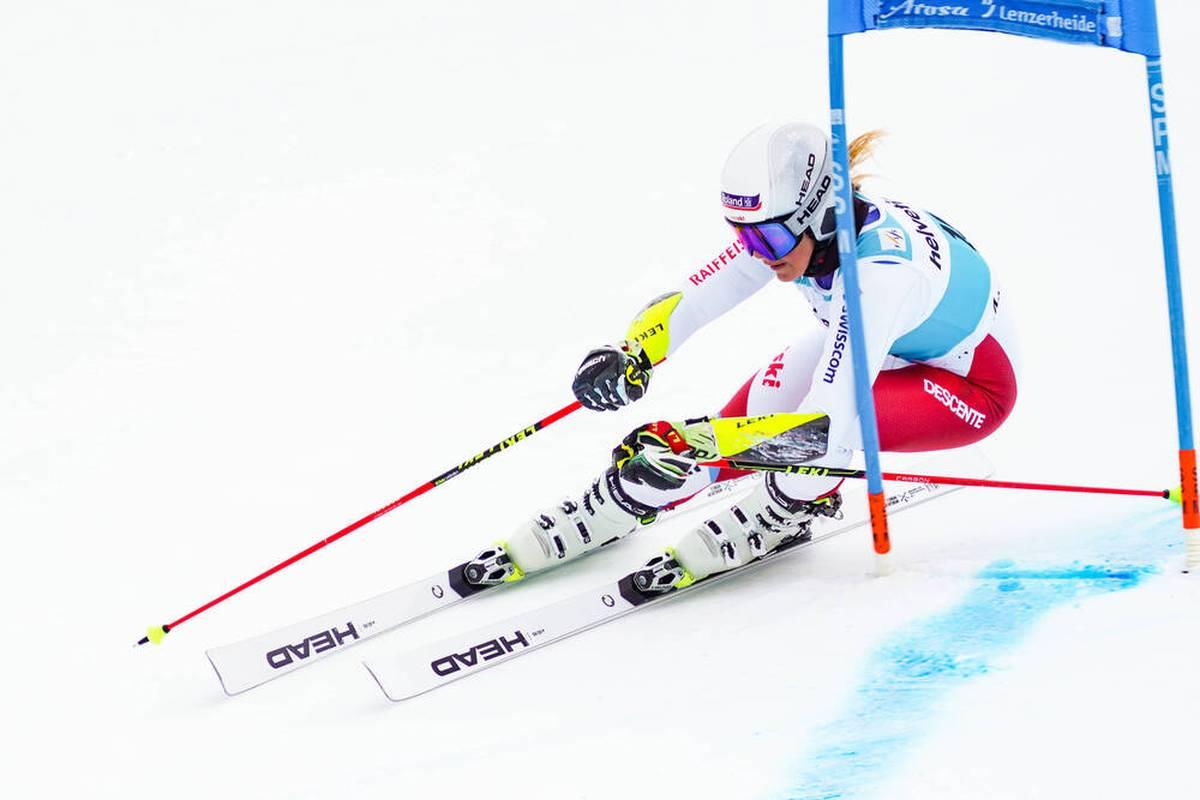 Nur wenige Wochen vor dem Weltcup-Auftakt in Sölden muss das Schweizer Team einen herben Rückschlag hinnehmen. Im Training verletzt sich Ski-Star Corinne Suter schwer.