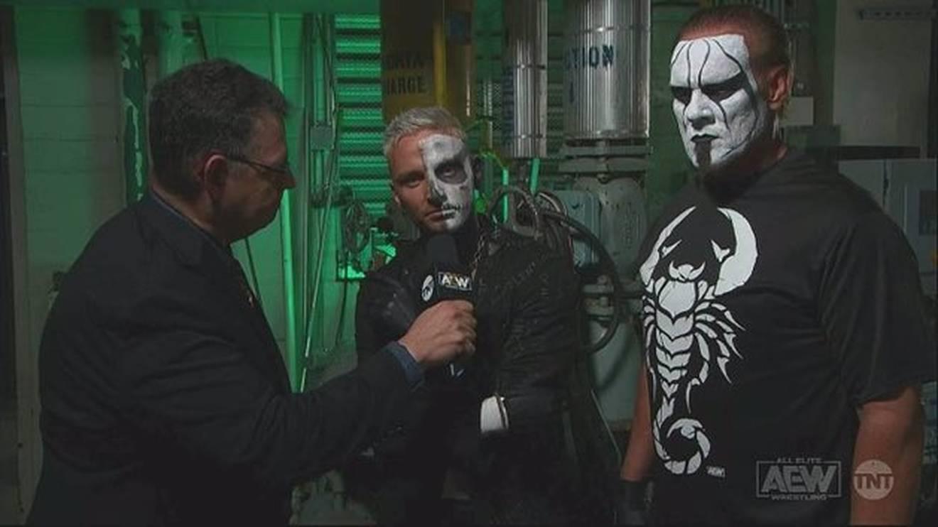 Darby Allin (M., mit Sting, r.) forderte bei AEW Dynamite indirekt CM Punk heraus