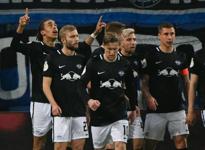 RB Leipzig steht mit dem 3:1-Sieg im Halbfinale beim HSV erstmals in seiner jungen Vereinsgeschichte im Endspiel des DFB-Pokals. Vasilije Janjicic ist der Pechvogel des Abends. Die Spieler in der SPORT1-Einzelkritik