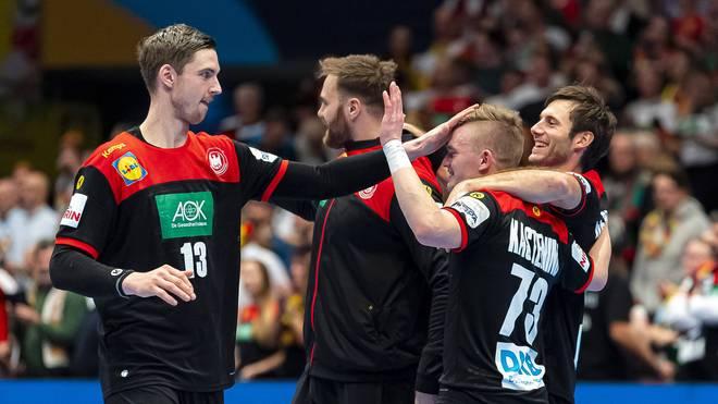 Hendrik Pekeler (l.) wird ins All-Star-Team der Europameisterschaft gewählt