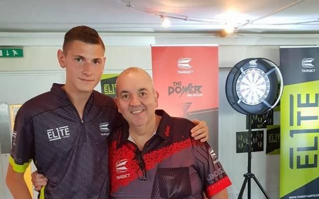 Nico Schlund (l.) traf im September Rekordweltmeister Phil Taylor