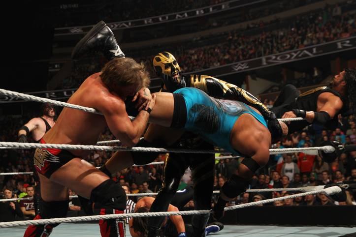 30 Wrestling-Stars, ein Sieger, ein Champion - wer immer derjenige ist, der übrig bleibt, nachdem die 29 anderen über das oberste Seil nach draußen fliegen. SPORT1 zeigt die Bilder des WWE Royal Rumble Matches 2016
