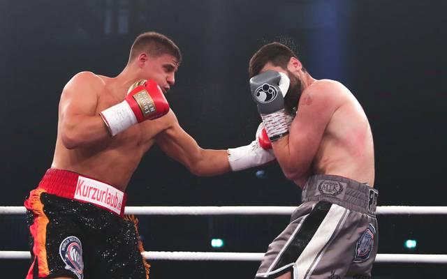 Tyron Zeuge (l.) wird wieder in Deutschland kämpfen