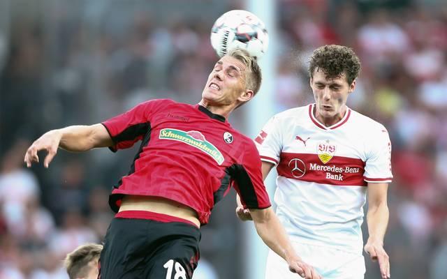 Benjamin Pavard feiert gegen den SC Freiburg sein Comeback für den VfB Stuttgart