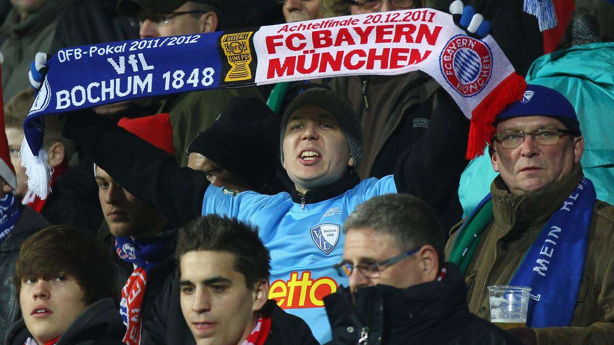 BOCHUM, GERMANY - DECEMBER 20: A fan of Bochum holds up a scarf during the DFB Cup round of sixteen match between VfL Bochum and FC Bayern Muenchen at Rewirpower Stadium on December 20, 2011 in Bochum, Germany. (Photo by Christof Koepsel/Bongarts/Getty Images)