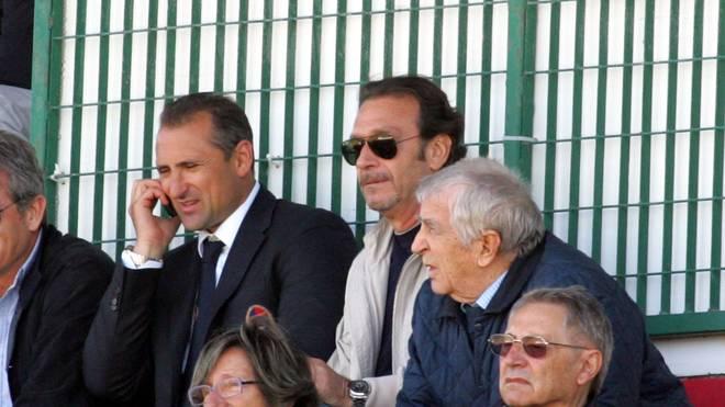 Gianluca Festa  (l.) soll Cagliari vor dem Abstieg retten
