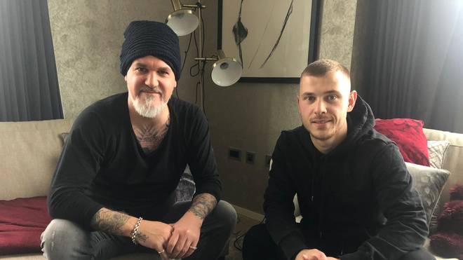 SPORT1-Reporter Reinhard Franke (l.) besuchte Max Meyer bei ihm zu Hause in London