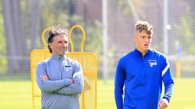 Luca Netz (re.) mit seinem Förderer Bruno Labbadia