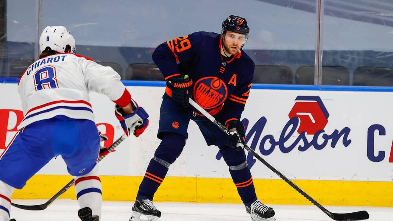 Leon Draisaitl (r.) bleibt mit den Edmonton Oilers auf Playoff-Kurs