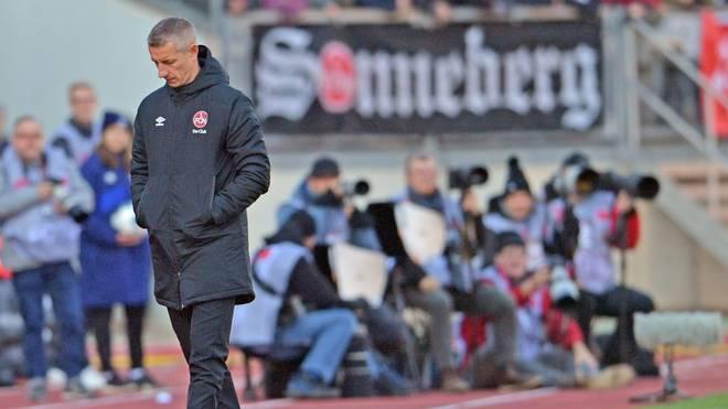 Interimstrainer Marek Mintal hat sich sein Debüt an der Seitenlinie sicherlich anders vorgestellt. Gegen Bielefeld gibt es eine deutliche Schlappe