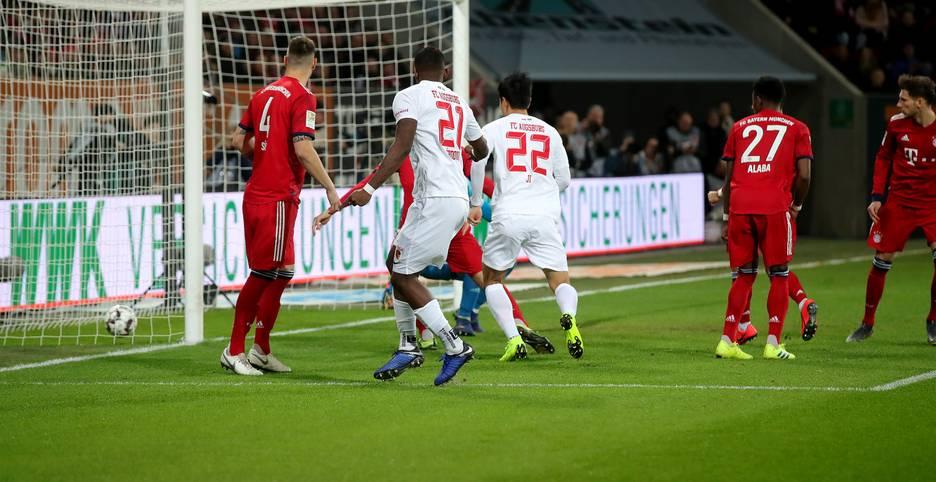 Was für ein Auftakt im bayrischen Duell zwischen dem FC Augsburg und dem FC Bayern! Schon nach 13 Sekunden ist der FCB hinten - weil Leon Goretzka den Ball ins eigene Netz befördert.