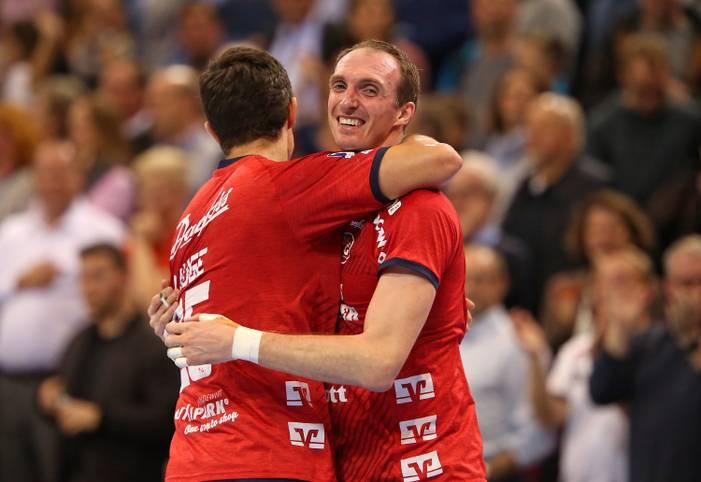 Die SG Flensburg-Handewitt ist in der Handball-Bundesliga auf dem besten Weg zu einer perfekten Saison ohne Niederlage. Mit dem Sieg gegen SG BBM Bietigheim feiert das Team am Donnerstag den 24. Sieg im 24. Saisonspiel. Damit ist die SG seit einem Jahr ohne Punktverlust