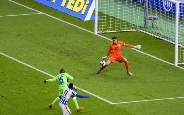 Dodi Lukebakio scheitert hier an Wolfsburg-Keeper Koen Casteels