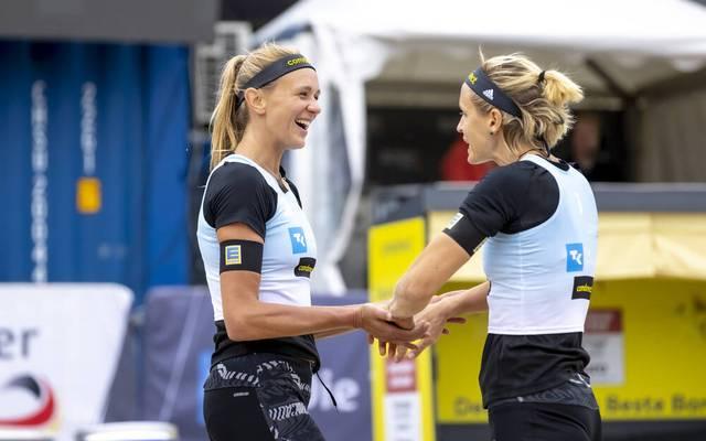 Laura Ludwig und Margareta Kozuch (l.) feiern einen ersten Sieg bei den Beach-Meisterschaften