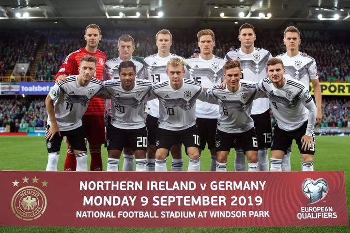 Die deutsche Nationalmannschaft müht sich in der EM-Qualifikation in Nordirland, fährt aber mit einem 2:0-Sieg letztlich einen wichtigen Dreier ein